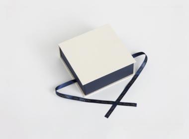 リボンもオリジナル印刷のブックタイプボックス