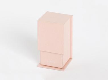 小さな縦型マグネット付きボックス