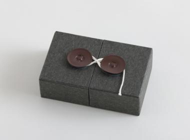 ボタンとひもの箱
