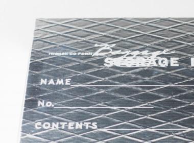 デザインは箔押プリントを施しています。かすれやつぶれは風合いです。