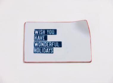 テーブルウェアクローゼット クリスマスレタープレート ウィッシュユーハブワンダフルホリデー レッド M