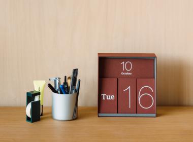 イナフ 万年カレンダー レッド
