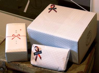 オリジナルの包装紙を使ったラッピングも承ります。詳しくは<a href=